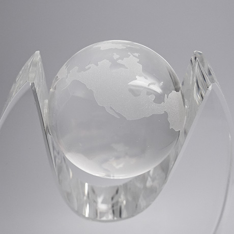 Trophée-verre-oval-marquage-laser-breva-mappemonde