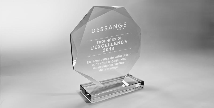 Trophée-plexiglas-octogonale-marquage-laser-sirocco