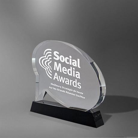 Trophee-perle-verre-bulle-marquage-laser-socle-noir-social-media-popup