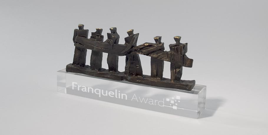 trophée métal-zoom-gravure-laser-verre-artisan français