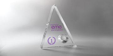 Trophée-verre-sablé-triangle-balle-golf-marquage-laser-impression-couleur-quartz