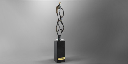 trophee-contruire-ensemble-metal-sculpture-france-slider