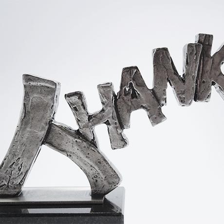 trophée-thanks--metal-argenté-socle-noir-plaque-argenté-marquage-socle-laser