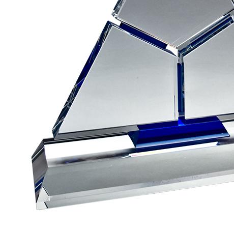 Trophée-cristal-pyramidale-blanc-bleu-marquage-laser-Lazulli