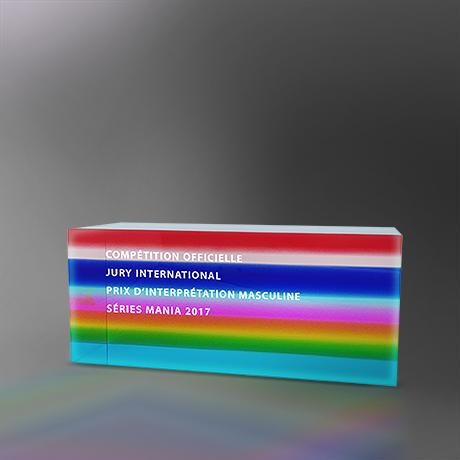 Trophee-forum-plexi-socle-acrylique-découpé-marquage-couleur-surmesure-slider
