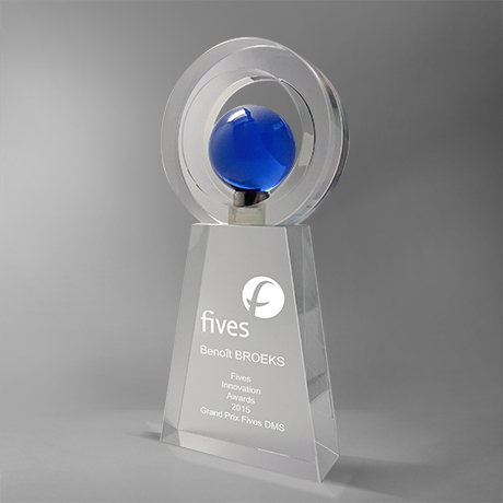 Trophée-cers-verre-inserts-bleu-marquage-laser-globe-mappemonde-popup1
