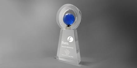 Trophée-cers-verre-inserts-bleu-marquage-laser-globe-mappemonde-slider