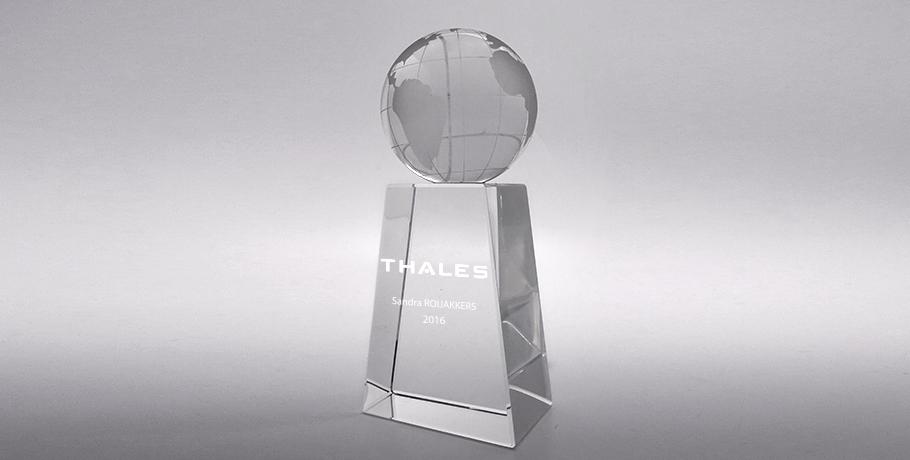 Trophée-verre-marquage-laser-mappemonde-Hamal
