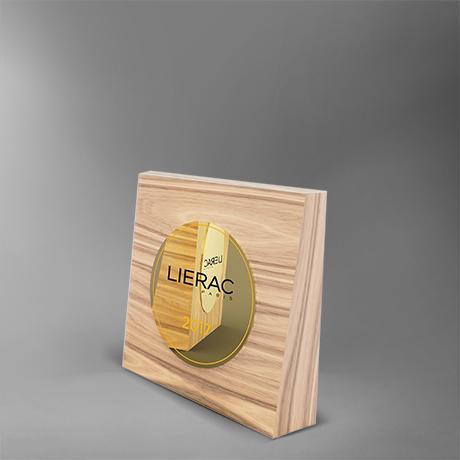 trophée-lierac-bois-plaque-medaillecollée-laser-impression-couleur-popup1