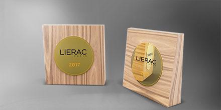 trophée-lierac-bois-plaque-medaillecollée-laser-impression-couleur-slider