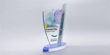 Trophée-plexi-socle-en-acrylique-découpe-sur-mesure-impression-couleur-voilier