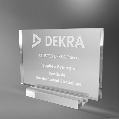 Trophée-delta-plexi-rectangulaire-maquage-laser-couleur-laser-slider1