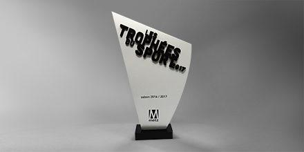 trophee-metz-acrylique-blanc-découpé-Impression-numérique-personnalisation-socle01slider