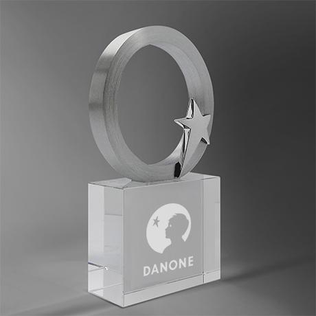 Trophée-galene- anneau-étoile-verre-metal-marquage-laser-couleur-popup1