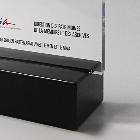 Trophée-epsilon-plexi-rectangulaire-maquage-laser-couleur-laser-popup