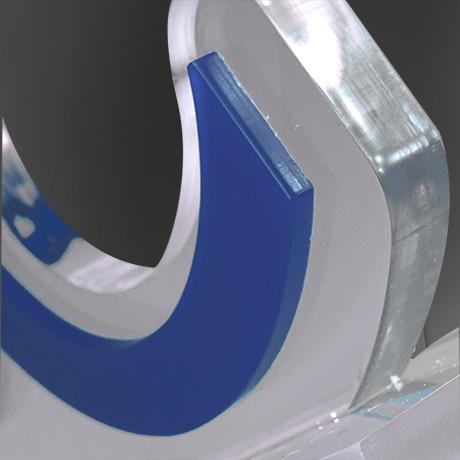 Trophee-surmesure-plexi-altuglass-Quantumi-marquage-socles-gravure laser-couleur-popup2
