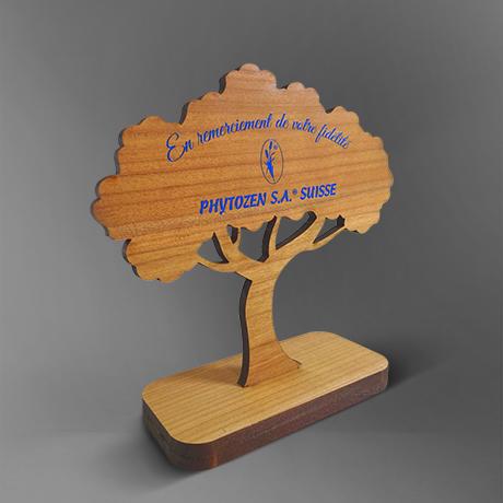 Trophee-bois-chene-arbre-objet de bureau-decoupe-slide