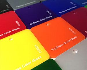 trophee-personnalisé-surmesure-plexiglass-verre-bois-metal-récompense-séminaire-sport-entreprise-
