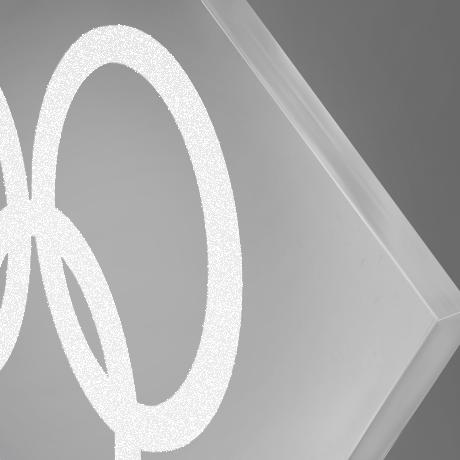 Trophee-surmesure-plexi-altuglass-GOUSSAINVILLE-marquage-socles-gravure laser-zoom2